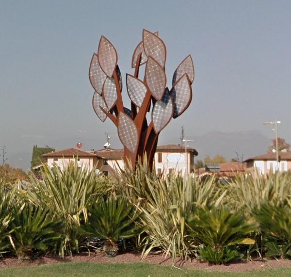 kunstwerk boom zonnepanelen